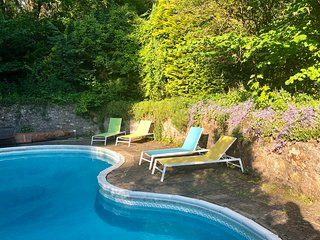 Box Holiday Home Sleeps 16 with Pool and WiFi - 5825103