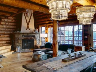 Dog Friendly Modern Log Home w/Amazing Views, Hot Tub, 3 Fireplaces, Game Room,