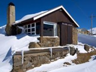 Self Contained Ski Lodge for 6 in the heart of Perisher Valley
