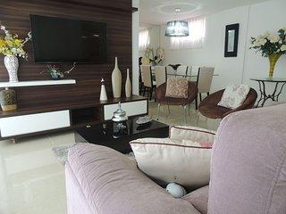 Apartamento com 4 quartos em predio de frente p/Mar
