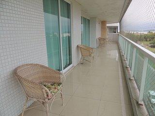 Apartamento com 4 quartos em prédio de frente p/Mar
