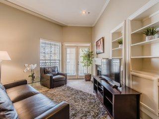 Regal Stays|2 Bedroom|2 Queen Beds|Walk Score 95/100|Uptown Dallas
