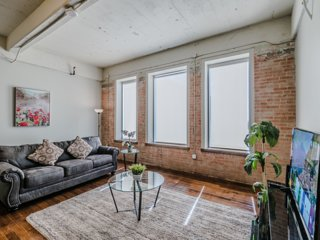 Corporate Apartment in Downtown Dallas with Valet Parking