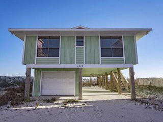 Gulf Front 4 Bedroom ~ Great Location ~ Sleeps up to 10 ~ New Flooring ~ Hideawy