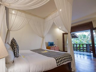 Superior Room + Breakfast Close to Monkey Forest   (U in30)