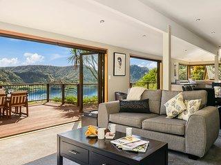 Magical Point Blue - Rotorua Holiday Home, Rotorua
