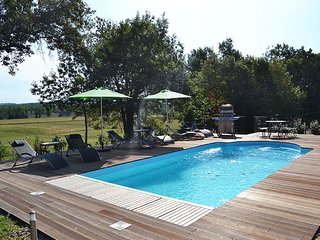 Country Retreat With Private Heated Pool And Private Golf Range