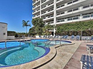 Modern Resort Penthouse - 4 Miles to Miami Beach