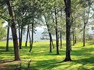 Peaceful waterfront retreat