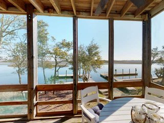 Great Water Views! Located on BHI Creek! BHI Club Membership, Pool, Kayaks/Canoe