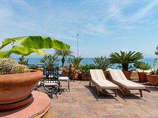 Diamante Beachfront suite A