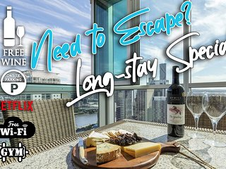 2BR EPIC VIEWS ★CBD 2Cars�Pool�Wine�Gym�Netflx