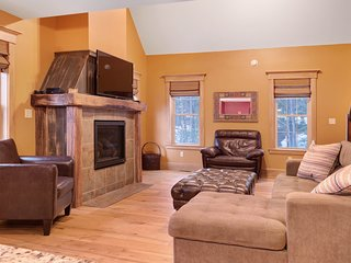 Cozy home with hot tub, fireplace & foosball - close to town, skiing & more!