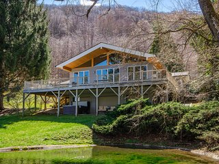NEW! Smoky Mountain Escape w/ Hot Tub & Game Room!