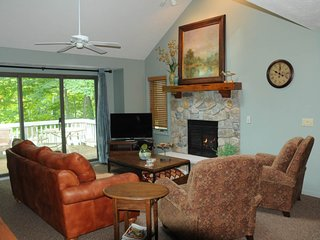 Heavenly home near the slopes w/ pool table, private deck, & spacious layout!
