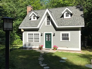 Secluded home w/ private grill, gas fireplace, full kitchen, and free WiFi!