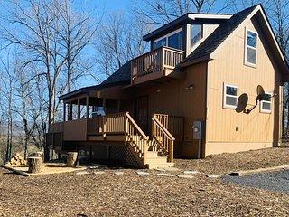 Oak Tree cabin near the Shenandoah River