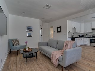 Newly Remodeled Pasadena Apartment, near the Rose Bowl and Old Town Pasadena