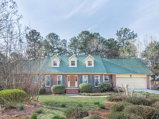 Stunning Spacious  Farmhouse Near Atlanta .10 Beds