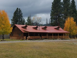 THE WILD GAME INN, Mountain View Creekside Cabins & Lodge