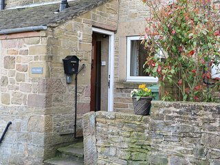 FIELDSIDE, woodburning stove, sun room, patio with furniture, Crich, Ref 933500