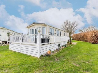 Spacious Luxurious Holiday Home in a great part of Norfolk  ref 70803C