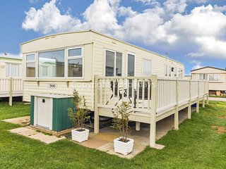 8 berth caravan for hire by the beautiful beach of Heacham in Norfolk ref 21055A