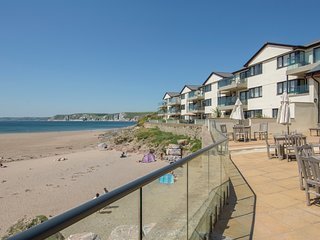 APARTMENT 29, smart beachside apartment with stunning sea views, use of indoor