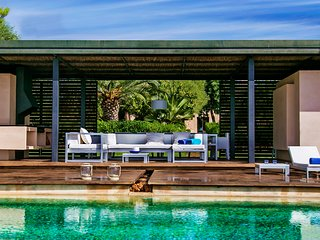 FABULOUS DESIGN VILLA NEAR PALMA WITH AN AMAZING PORCH, INFINITY POOL AND BBQ.