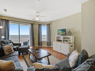 Third-floor villa with ocean views, across the street from the beach!