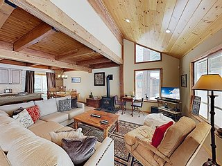 Tahoe Donner Cabin w/Resort Amenities, Kid And Dog Friendly