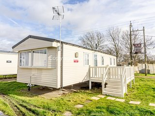 8 berth mobile home with decking at Seawick holiday park in Essex ref 27617S
