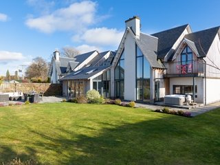 Stunning family home with hot tub & large garden by Gleneagles