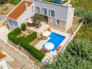 Beautiful home in Pag with WiFi and 4 Bedrooms (CKP490)