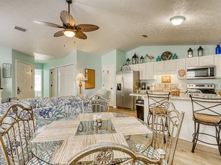 Coastal style, dog friendly home w/ private gas grill walk to the beach!