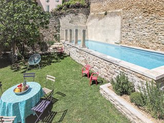 Amazing home in Grignan w/ WiFi and 3 Bedrooms (FPD125)