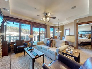 Ski-in/ski-out condo w/ views of the Colorado Rockies, hot tubs, & spa on-site!