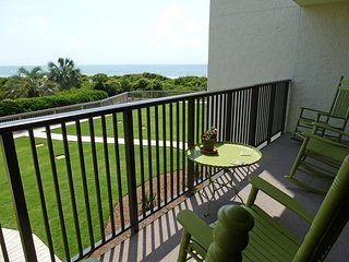 Oceanfront Townhouse-style Condo, Balcony, Patio, Elevator, Pool, Resort Setting