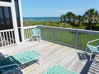 Oceanfront Townhome, 2 Screen Porches w/View, Sundeck, 2 Pools, Covered Parking