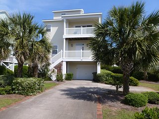 Second Row Beach House, 3 Balconies, Roof Deck, Pool, Grill, Easy Walk to Beach