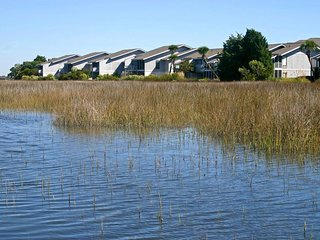 Creek Front Townhome, Easy Walk to Beach, Porch, 2 Pools, Community Creek Dock