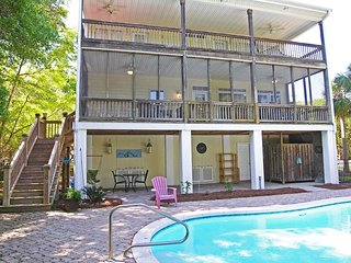 Private Pool Beach House, 2 Porches, Dog Friendly, Residential Location
