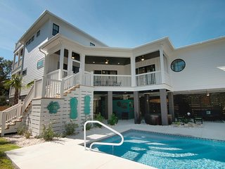 Private Pool Beach House, Outdoor Living Area, 2 Porches, Easy Walk to Beach