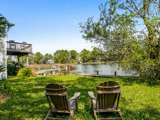 New! Bring your boat, fish from your private pier, relax & cruise on the bayou -