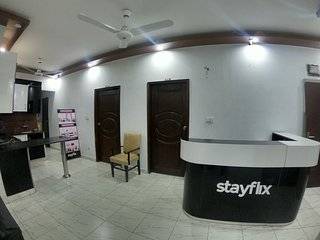 Stayflix Entire Private Room, DHA