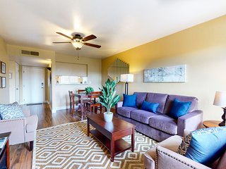 Cozy condo w/ a shared pool - near the Scottsdale Fashion Square!