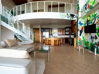 PRESIDENTIAL PENTHOUSE SUITE!! LAKE ARENAL VIEWS!!