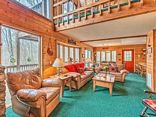 Days Mountain Retreat w/ Pool Access & Pool Table!