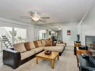 Newly Listed Boardwalk Townhome With Beach And Bay Views - Budget Friendly Famil