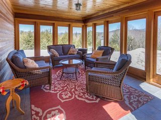 New to Market rates.  Gorgeous home with amazing views. Ski Loon, Waterville, AT
